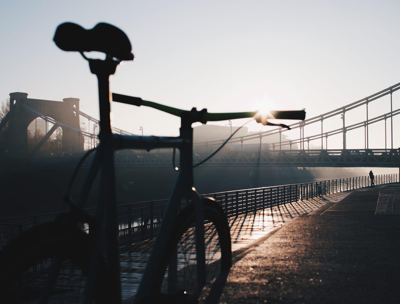 rower przy moście