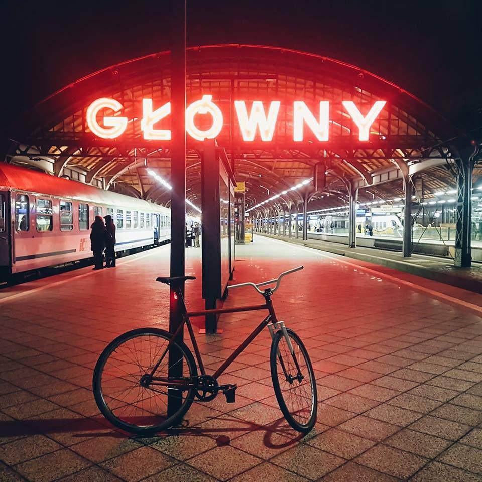 rower i neon wrocław główny