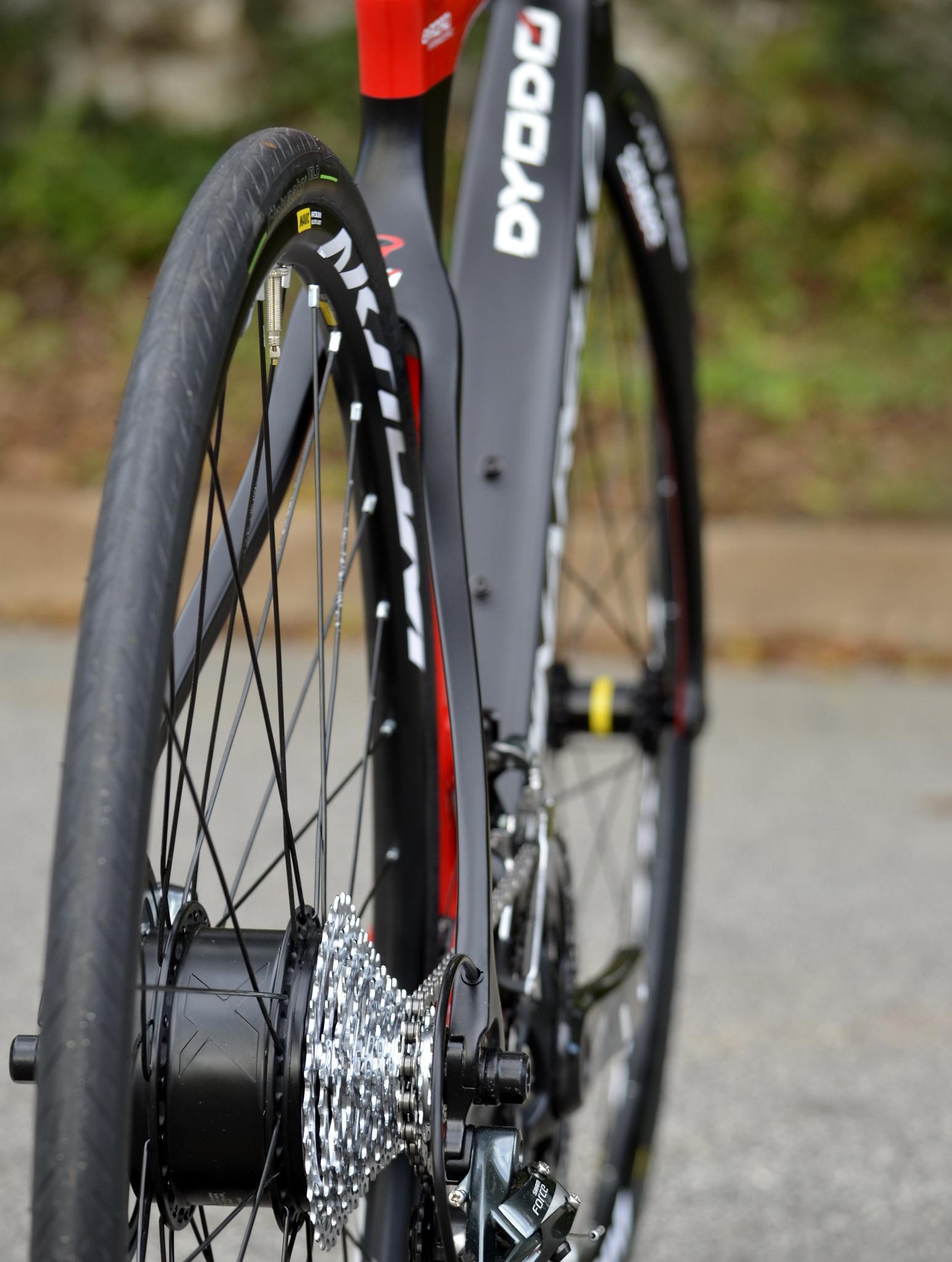 Szosowy rower elektryczny