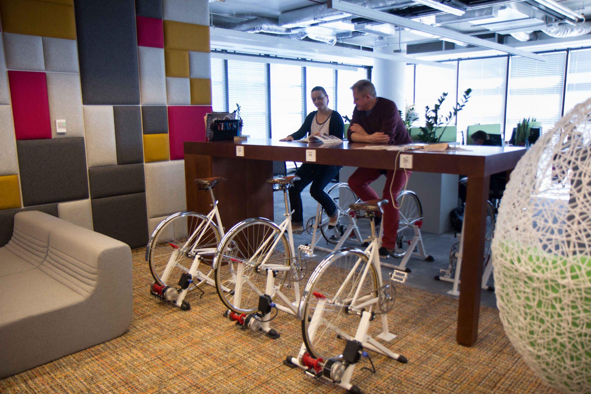 rower w biurze